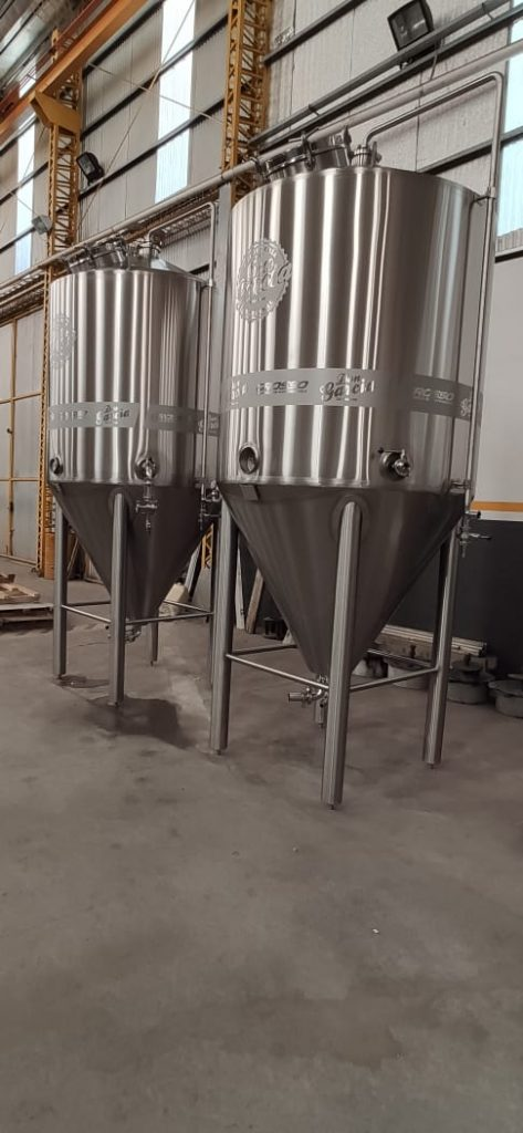 Unitank beer fermenter with carbonator, isobaric (1)